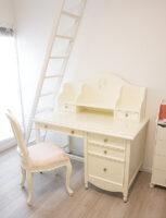 レディメイ デスク リトルプリンセスのリボンとイニシャルSの彫刻 ホワイト色 W120cm