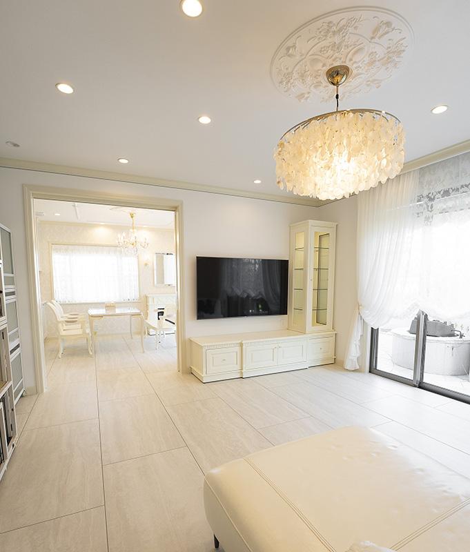 洗練された白家具インテリア