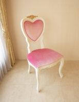 ハート型 チェア 脚部分 薔薇の彫刻 ホワイト&ゴールド色 ベビーピンクのベルベット