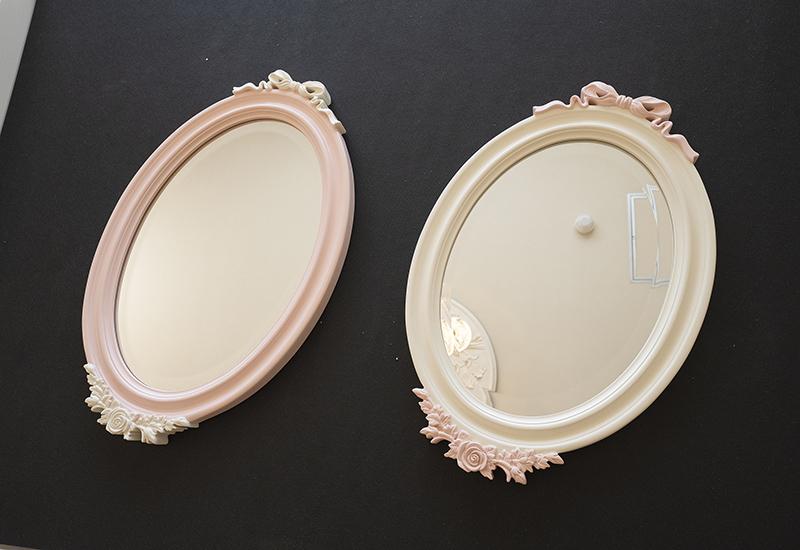 ロマンティックインテリアを演出する可愛い鏡