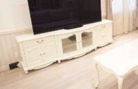 テレビボード W230 ラウンドデザイン 引出し付き6枚扉 オードリーリボン&足元薔薇の彫刻 ホワイト色
