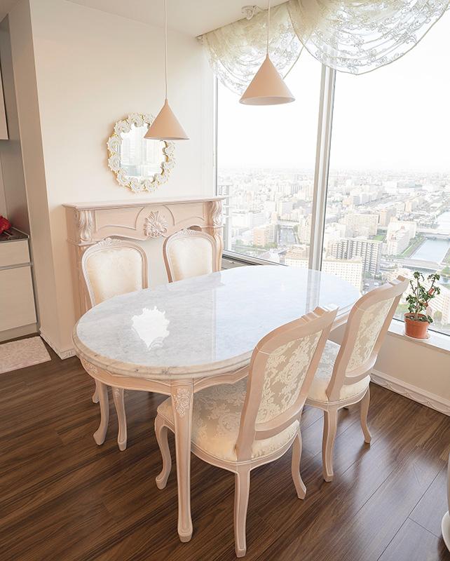 東京都内のお客様の元へロココ調家具と大理石テーブルをご納品